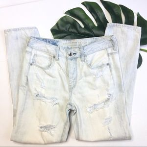 American Eagle Tomgirl Distressed Bleached Jeans 4